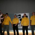 4 modellen op de catwalk samen met de presentator